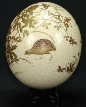Oeuf d'autruche peint, vue deux
